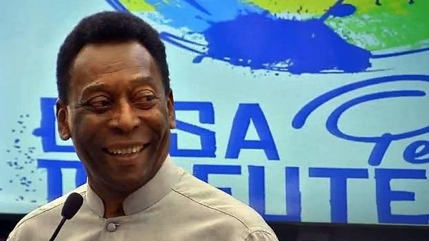 Pelé passa por cirurgia na coluna e inicia trabalho de fisioterapia