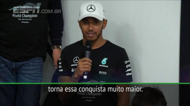 Campeão da Fórmula 1, Hamilton agradece funcionários da Mercedes por conquista durante encontro da equipe