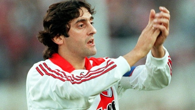 Batida perfeita de Francescoli, bela cobrança de Gallardo e mais; veja gols históricos do River contra o Boca