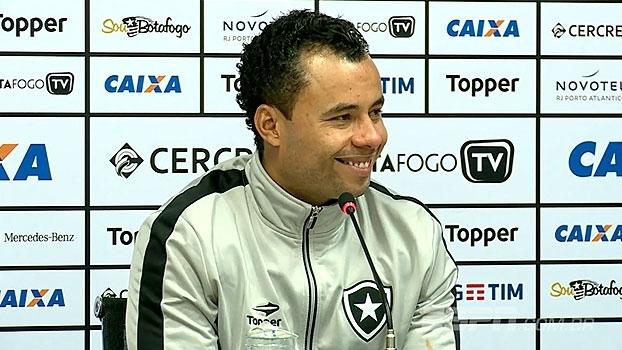 Jair Ventura pede meia do Botafogo na seleção brasileira: 'Oito e faixa'