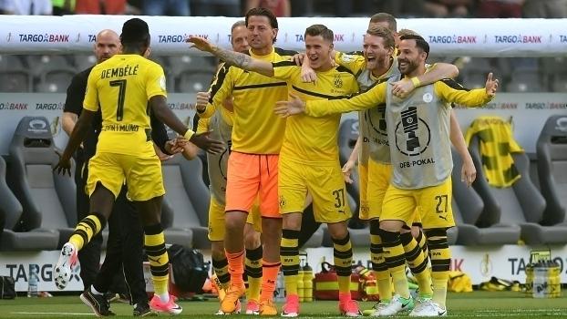 Assista aos gols da vitória do Borussia campeão por 2 a 1 sobre o Eintracht Frankfurt