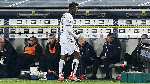 Veja a expulsão de Mario Balotelli no Nice