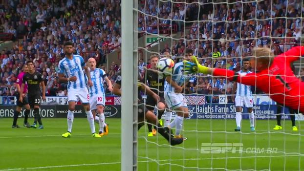 No reflexo, de mão trocada e mais: veja as melhores defesas da 2ª rodada da Premier League