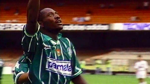 Com gol de Rincón, Palmeiras, de Djalminha, bateu Santos em 1996; reveja