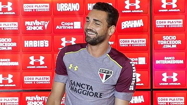 Sem espaço? Bom humor e carisma de Gilberto são destaque no dia do São Paulo