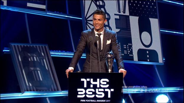 Melhor do mundo pela 5ª vez, Cristiano Ronaldo celebra: 'Onze anos que estou aqui no palco'