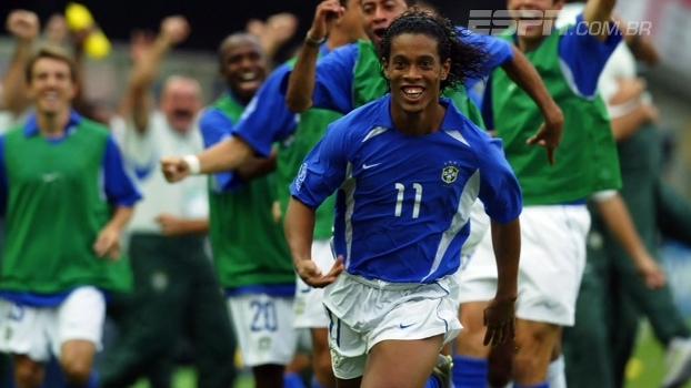 Quem viu? Há 15 anos, Ronaldinho fazia história com golaço e eliminava a Inglaterra da Copa