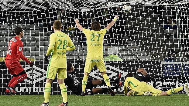 Argentino faz gol 'mergulhando' e o Nantes vence o Caen