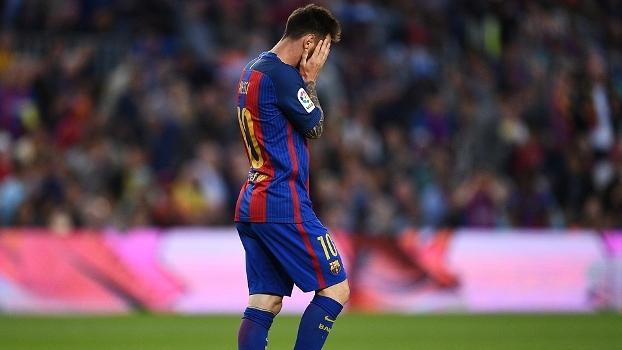Messi perde gol incrível e pênalti, mas se redime com golaço e marca duas vezes; veja