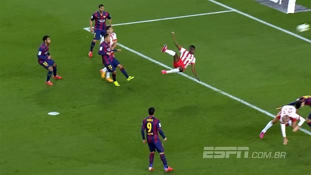 Ganês faz golaço de voleio no Barcelona, mas arbitragem anula o lance