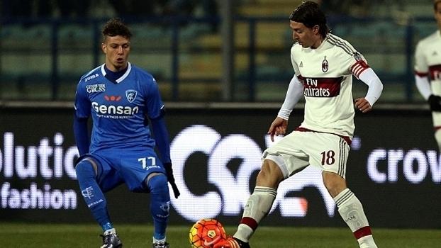 AC Milan empata e perde mais terreno em Itália