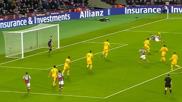 Voleio espetacular de Andy Carroll está entre os golaços do fim de semana da Premier League