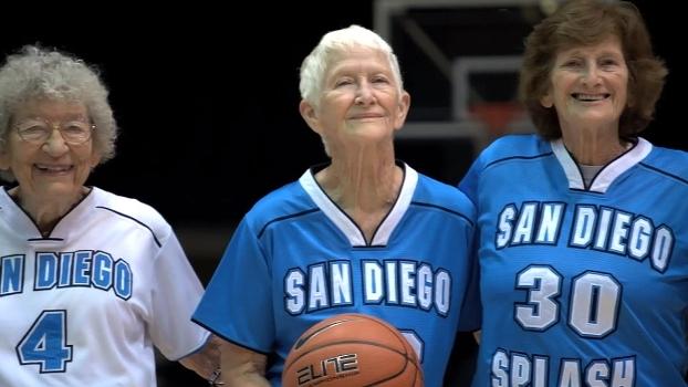 Elas têm mais de 80 anos, mas jogam para vencer: conheça o San Diego Splash, time de basquete para 'senhoras'