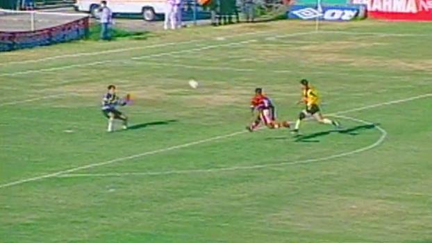 Em 1997: Romário cobrou colegas, dedicou 'hat-trick' à mulher e Fla goleou Volta Redonda na Gávea