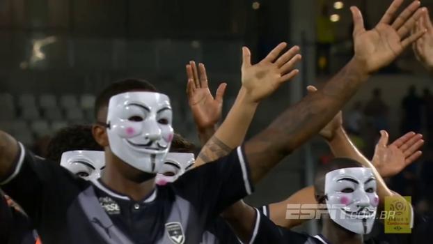 Jogadores e torcedores do Bordeaux comemoram vitória com máscaras e fazendo festa que se eternizou na Eurocopa