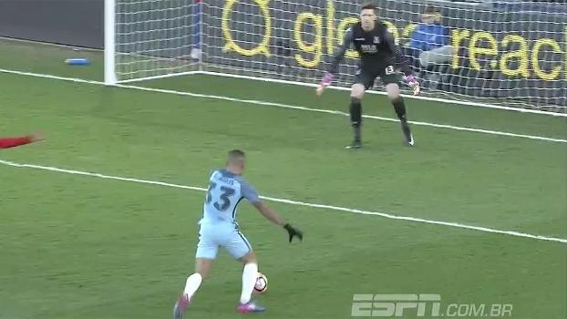 Goleiro do Crystal impedindo gol de Jesus, frieza do arqueiro do Alavés e defesaça de Ospina; veja