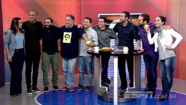 Feliz São João! Com direito a bolo de fubá e forró, final do ESPN Agora tem 'festa' com apresentadores