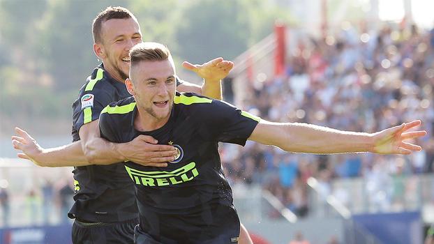Internazionale vence Crotone fora de casa, segue 100% e dorme na liderança do Italiano