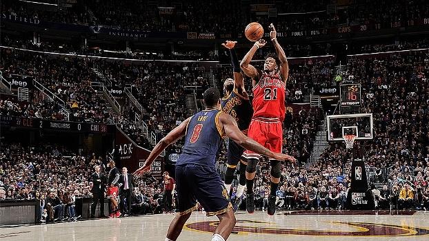 Assista os melhores momentos da vitória dos Bulls sobre os Cavaliers por 117 a 99 em Cleveland