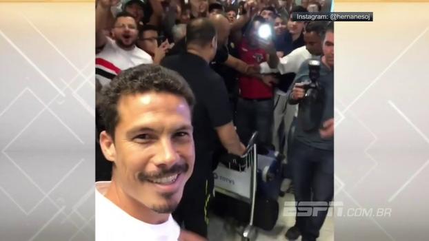 Com festa tricolor, Hernanes grava chegada a São Paulo; assista