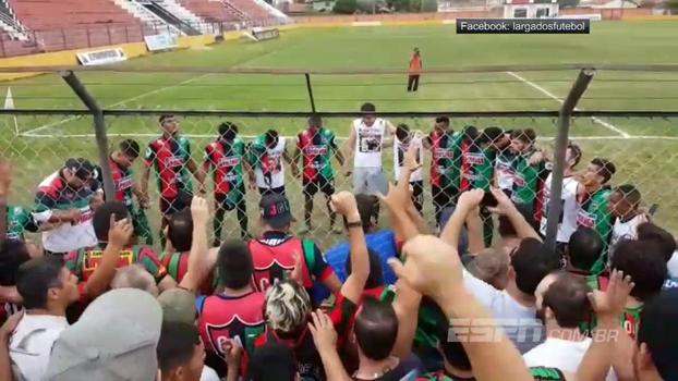 Após resultado heroico na quarta divisão paulista, time e torcida do Clube Atlético Taquaritinga oram juntos no alambrado