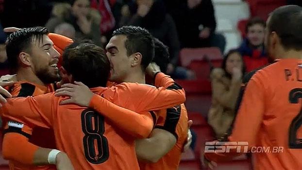 Com pênalti absurdo e lambança de goleiro, Sporting Gijón cai para o Eibar em casa