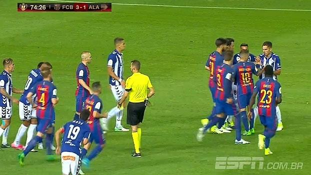 Não mexe com meu parça! Sobrino empurra Neymar fora do lance e Messi vai tirar satisfação