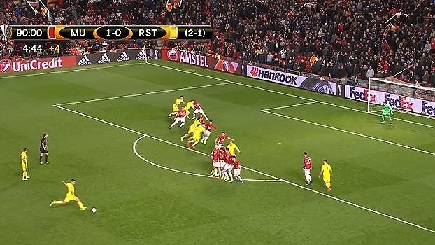 ROMERO! Noboa cobra falta no ângulo e o goleiro do United busca