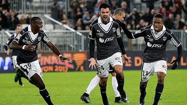 Defesa do Guingamp vacila, Bordeaux vira e larga na frente na Copa da Liga