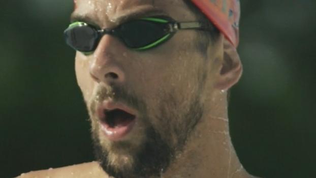 Em desafio de TV, Michael Phelps vai nadar contra um tubarão branco; entenda
