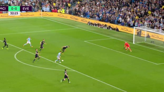 Tempo real: Demorou! De Bruyne deixa Aguero na cara do gol, mas atacante é travado por Jagielka