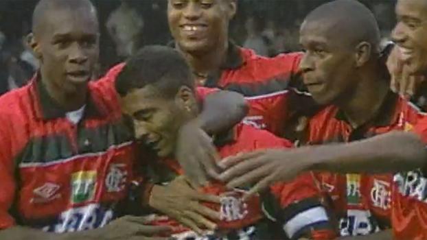 Romário fez golaço de fora da área, e Flamengo venceu o Coritiba no Brasileiro de 98