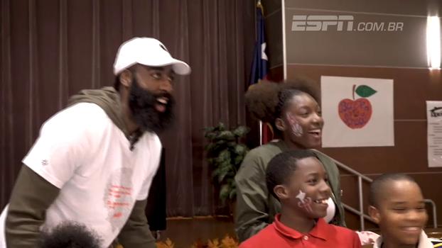 Astros da NBA prestam serviços comunitários em eventos de Ação de Graças