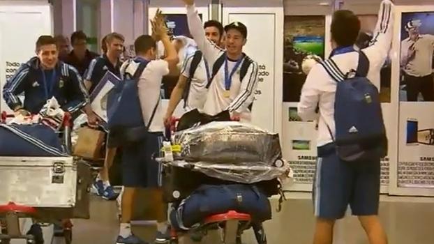 Seleção de futsal da Argentina é recebida com festa após conquistar sua primeira Copa do Mundo
