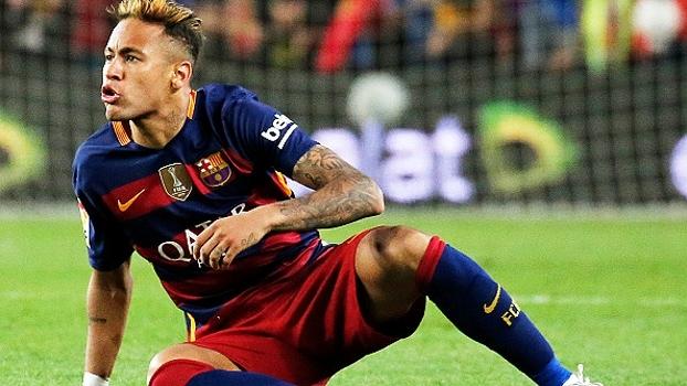 Apoiado por companheiros, mas criticado pela imprensa, Neymar vive pior fase pelo Barcelona