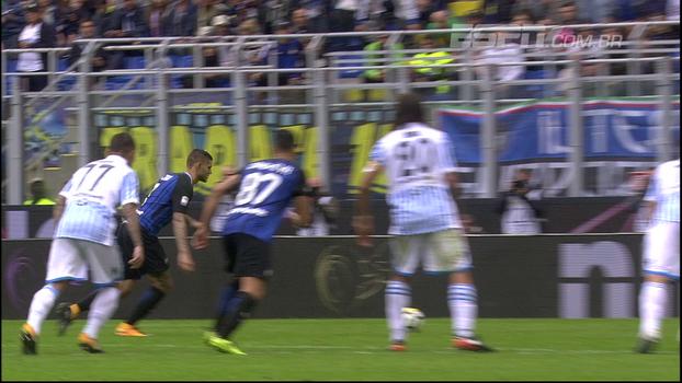 Com pintura de Perisic e mais um gol de Icardi, Inter bate a SPAL e segue 100%