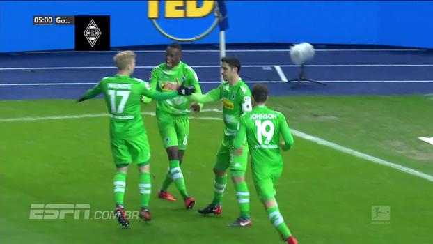 Raffael aplica 'lei do ex', faz golaço, Gladbach vence Hertha Berlin e entra no G4
