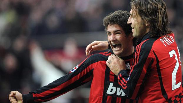 Aos 18 anos, 'garoto sensação' Pato venceu goleiro brasileiro, fez dois, e Milan bateu Genoa em 2008