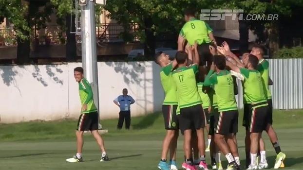 Antes de encarar a Alemanha, treino da seleção mexicana tem clima descontraído e até 'cuecão'