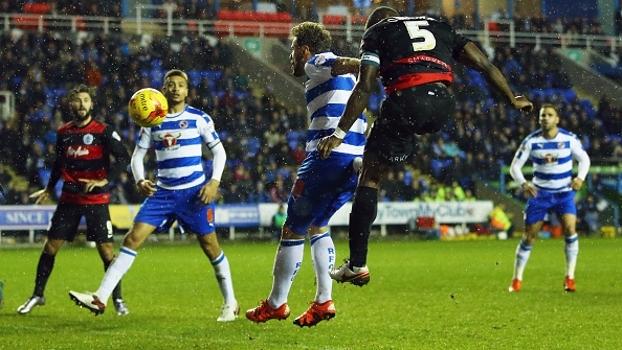 Goleiro do Reading falha, e QPR vence em jogo fraco da 2ª divisão do Inglês