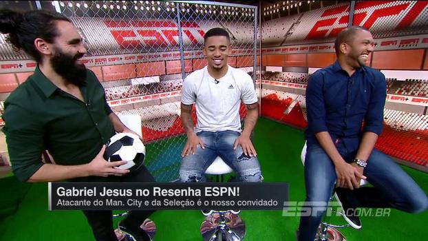 Tente não rir: Gabriel Jesus conta que jogador do City faz depilação completa e esclarece problema com gases