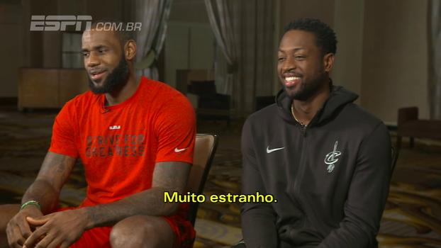 Amigos fora de quadra, LeBron diz que ainda não se acostumou com Wade em Cleveland: 'É muito estranho'
