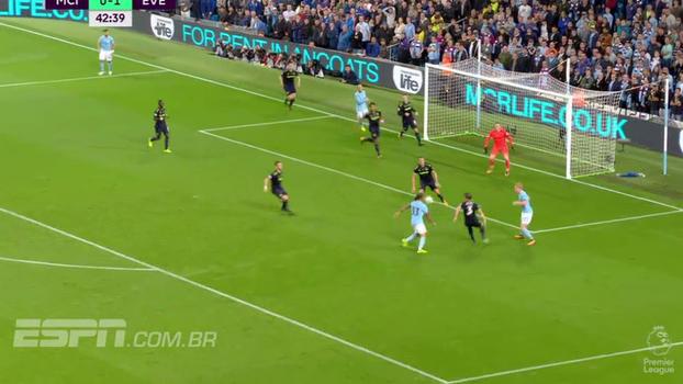 Tempo real: Jesus domina cruzamento no peito, mas chuta no meio e Pickford impede o gol