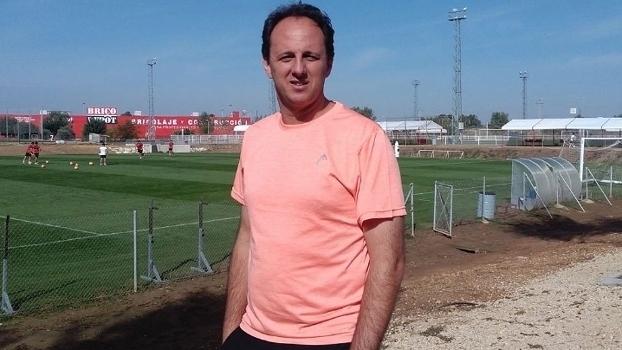 Ceni fala sobre desejo de ser técnico em visita ao Sevilla