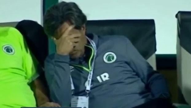 Caio Jr. nem olha para pênalti decisivo no fim do jogo nos Emirados Árabes