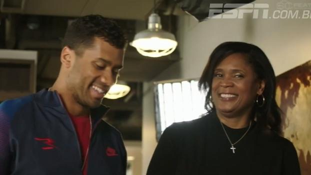 A pedido da ESPN, Russell Wilson leu carta para sua mãe; ele só não sabia que ela estava ouvindo
