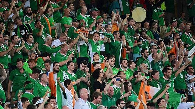 Dando show fora de campo, torcida da Irlanda brilha com músicas para os jogadores