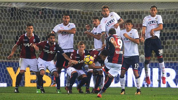 Ambidestro, Simone Verdi faz 2 golaços de falta pelo Bologna: primeiro de esquerda e depois de direita