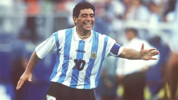 O craque e polêmico Diego Maradona completa 55 anos nesta sexta-feira; relembre golaços do argentino