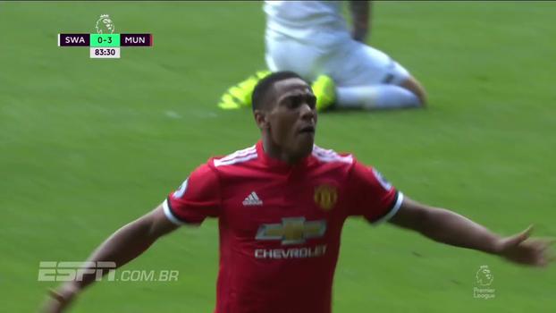 Tempo real: GOL DO UNITED! No contra-ataque, Martial coloca a bola no canto do gol de Fabiansky